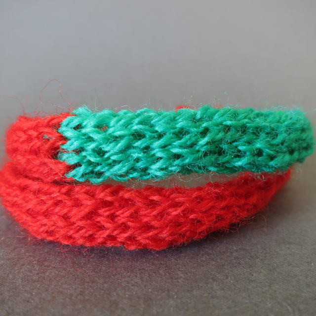 Xmas-colours-merino-wool-elf-bracelet1r
