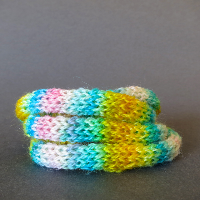 knitted-wool-bracelet-spring-mixr
